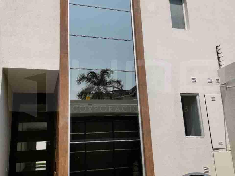 Casa de 2 pisos en Venta, Zona Norte, Avenida Beni, 8 Anillo, Santa Cruz, Bolivia (2)