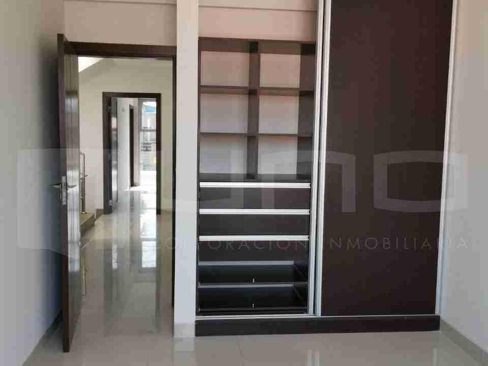 Casa de 2 pisos en Venta, Zona Norte, Avenida Beni, 8 Anillo, Santa Cruz, Bolivia (6)
