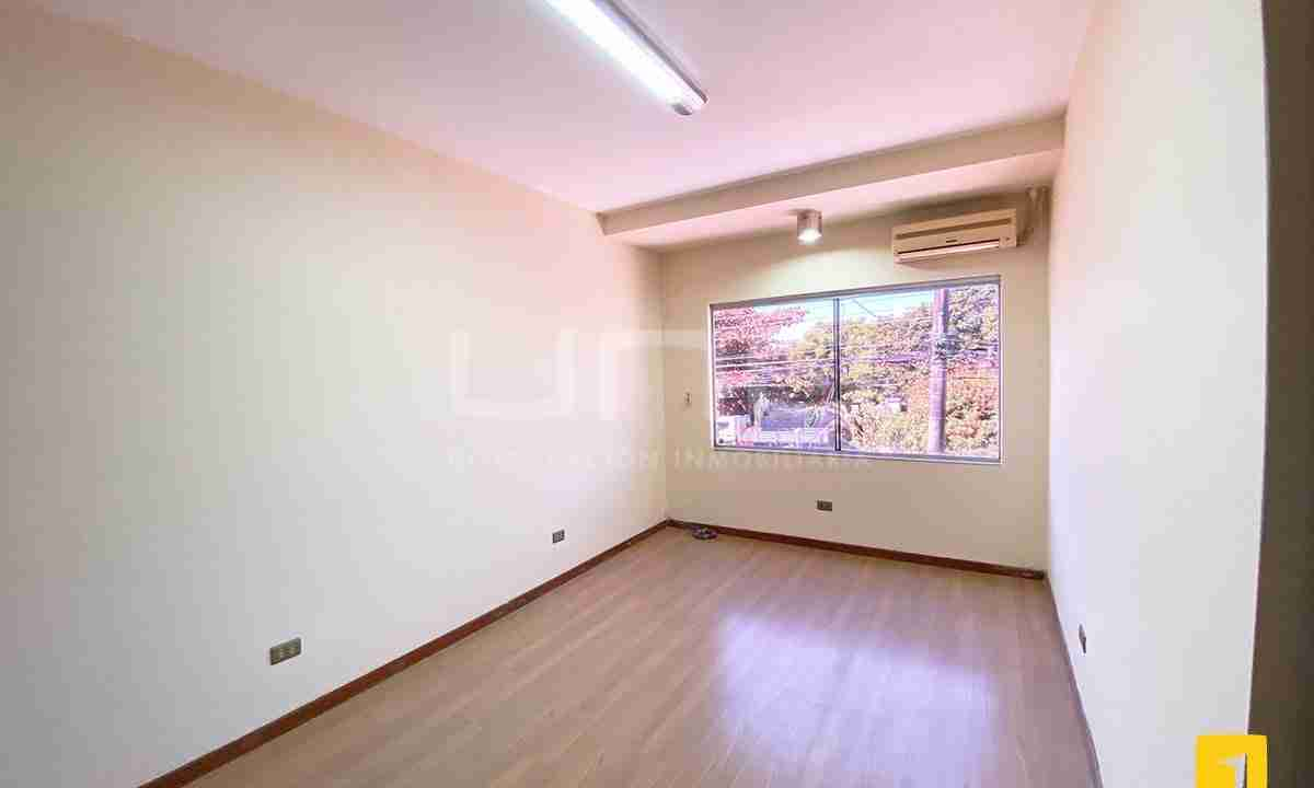 Casa en alquiler para oficina 12